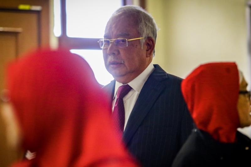 Datuk Seri Najib Razak arrives at the Kuala Lumpur Courts Complex October 8, 2019. — Picture by Hari Anggara