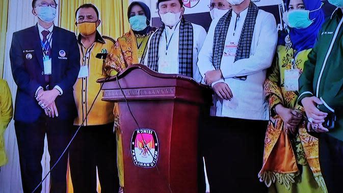 Fakhrizal-Genius Umar mendaftar ke KPU Sumbar untuk maju dalam Pilgub Sumbar. (Liputan6.com/ Novia Harlina)