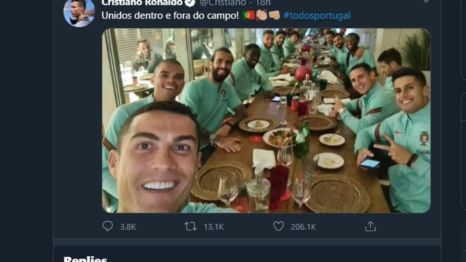 Ronaldo memposting selfie dengan pasukan Portugal di media sosial