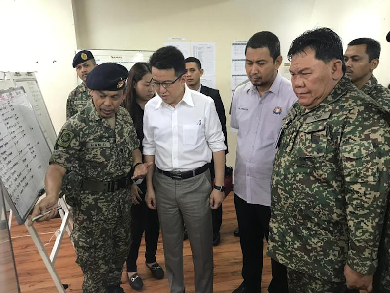 Liew said the committee, which will be created at the national level and chaired by the prime minister, would allow local defence corporations to engage in the market more freely. — Picture by Ben Tan