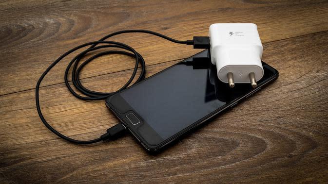 Ilustrasi charger, pengisi daya. Kredit: Mahesh Patel via Pixabay