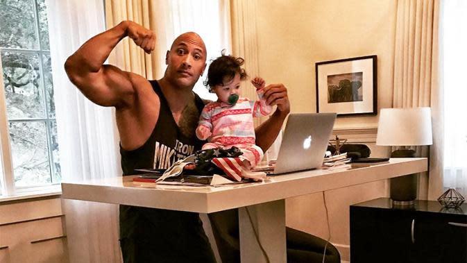Dwayne Johnson alias The Rock sedang kerja bareng bersama Jasmine nih! (instagram/therock)