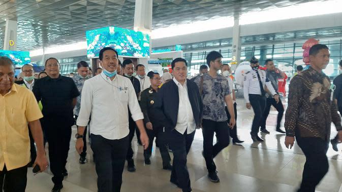 Menteri BUMN Erick Tohir memantau pengamanan virus Corona, di Terminal 3 Kedatangan Internasional, Bandara Internasional Soekarno Hatta, Rabu (11/3/2020).