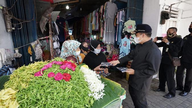 Pembagian masker di Banyuwangi
