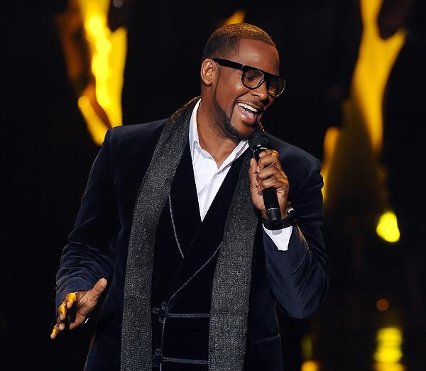R. Kelly Rushed Back to Chicago After Falling Ill