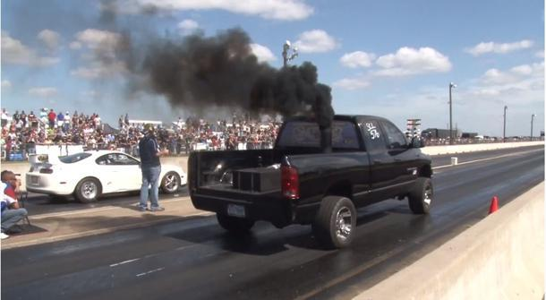Diesel Dodge tuned to 1,100 hp smokes a Viper — and the crowd