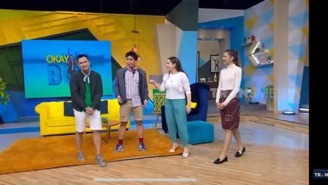 Raffi Ahmad terlihat sangat salah tingkah saat Mikha Tambayong hadir di depan matanya. (YouTube/ Trans7 Official)