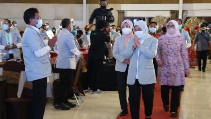 Menaker Ida membuka sekaligus memberi pengarahan dalam acara Forum Komunikasi Nasional MHI di Kota Bogor (Foto:Kemnaker)