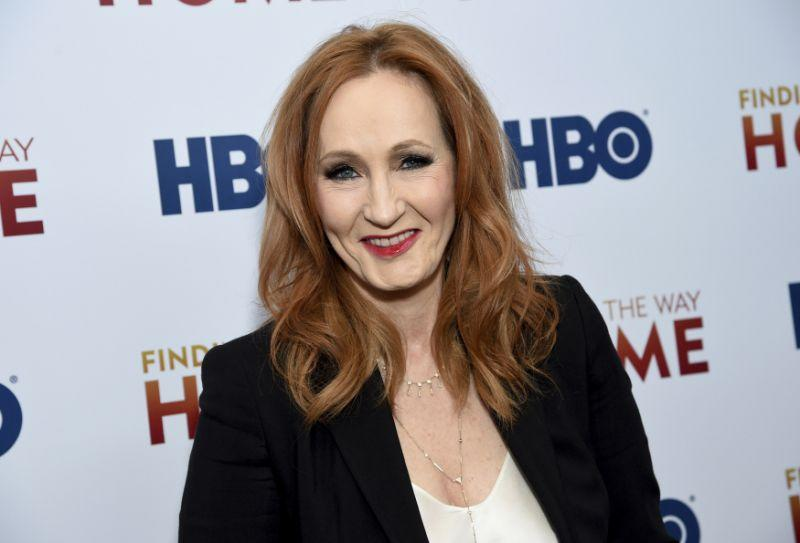 Cuitan JK Rowling soal kaum transjender picu kemarahan