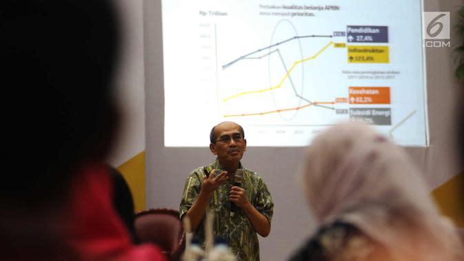 Ekonom FEUI, Faisal Basri saat Seminar Reformasi Pajak di Jakarta, Senin (30/10). Seminar ini mengupas isu-isu terkait kelanjutan proses reformasi di bidang perpajakan, aspek kebijakan publik serta amandemen UU Perpajakan. (Liputan6.com/Angga Yuniar)