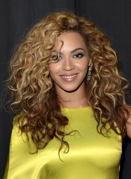 "Beyoncé Fans Furious About Live Performance Debut of ""Grown Woman"""