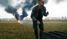 賓士車怎麼修都修不好 俄羅斯網紅一怒之下放火燒了