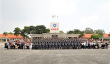 陸軍專業軍官授階 家長分享榮耀