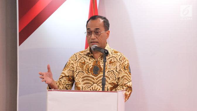 Menhub Budi Karya Sumadi memberikan sambutan pada pelantikan pengurus Asosiasi Olahraga Video Games Indonesia (AVGI) di Jakarta, Selasa (16/7/2019). AVGI resmi hadir sebagai lembaga independen dan profesional yang berkomitmen memajukan industri Esports di tanah air. (Liputan6.com/HO/Bon)