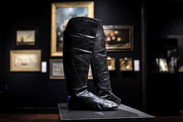 Napoleon's boots walk tall at Paris auction