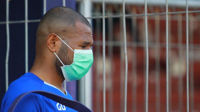 Striker Persik Kediri, Andri Ibo, kembali berlatih setelah sembuh dari COVID-19. (Bola.com/Gatot Susetyo)