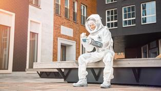 【移民英國】英國放寬規定 BNO身份可以先做「太空人」