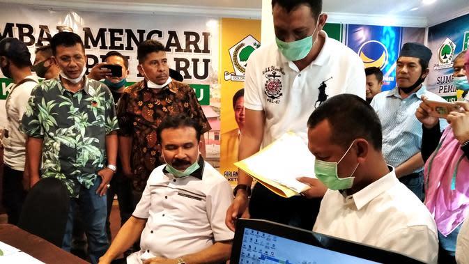 Fakhrizal-Genius Umar mendaftar ke poros baru untuk pilkada Sumbar, Sabtu 8 Agustus 2020. (Liputan6.com/ Novia Harlina)