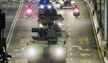 天還沒亮戰車「大噴發」 畫面超震撼!網:這才是玩真的