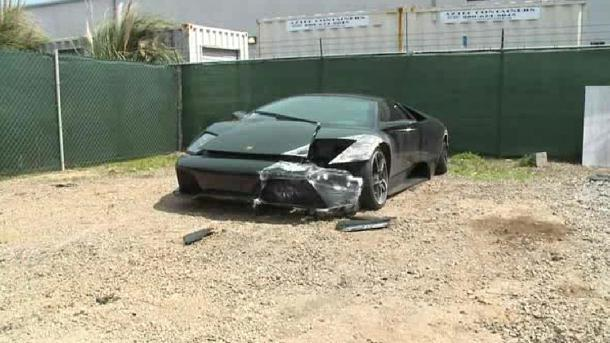 Couple abandons $220,000 Lamborghini at crash hours after buying