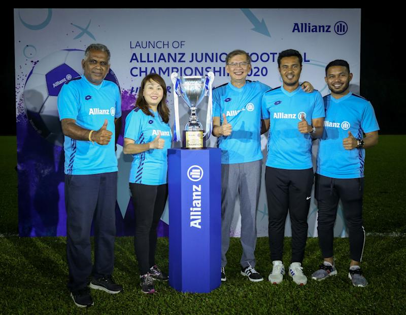 (From left) Allianz Junior Football Championship head selector K. Gunalan, Amy Loke, Zakri Khir and Rudie Ramli and Mohd Nizaruddin Yusof at the launch of AJFC Malaysia League 2020. — Picture courtesy of Allianz Malaysia Berhad