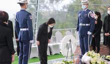 告別李總統》號兵司吹起安息號後 民主先生正式長眠在五指山