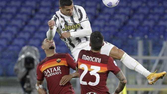 Juventus' Cristiano Ronaldo, top, heads the ball to scores his side's second goal during the Italian Serie A soccer match between Roma and Juventus at Rome's Olympic stadium, Sunday, Sept. 27, 2020. (AP Photo/Gregorio Borgia)