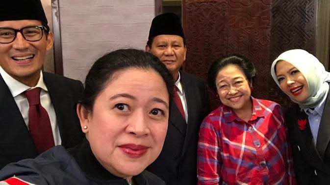 Ketua nonaktif DPP PDIP Puan Maharani mengajak Megawati dan Prabowo-Sandiaga melakukan wefie atau foto bersama. (Istimewa)