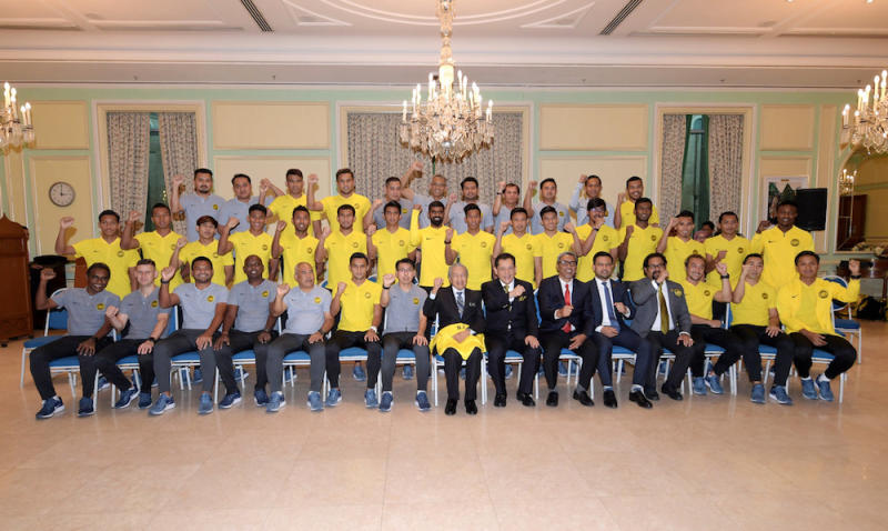 Tun Dr Mahathir Mohamad and the Harimau Malaya team pose for pictures at the Prime Minister's Office in Putrajaya December 7, 2018. — Bernama pic