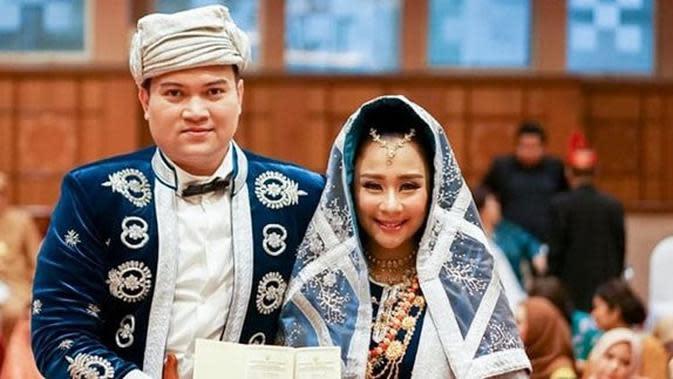 Potret pernikahan Chikita Meidy dan Indra Aditya. (Sumber: kapanlagi.com)