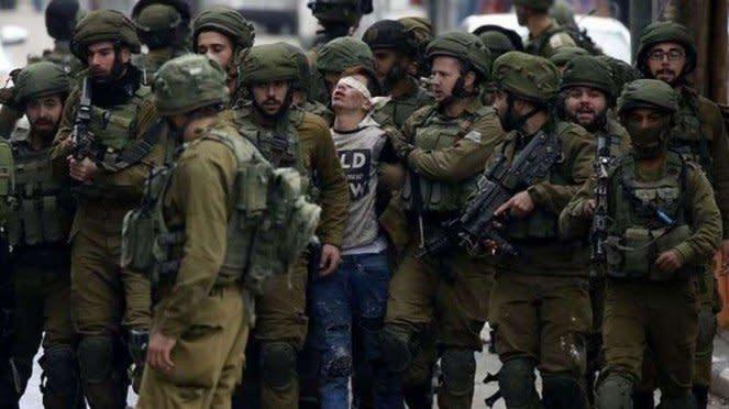 VIVA Militer: Pasukan Tentara Pertahanan Israel (IDF) menangkap pemuda Palsetina