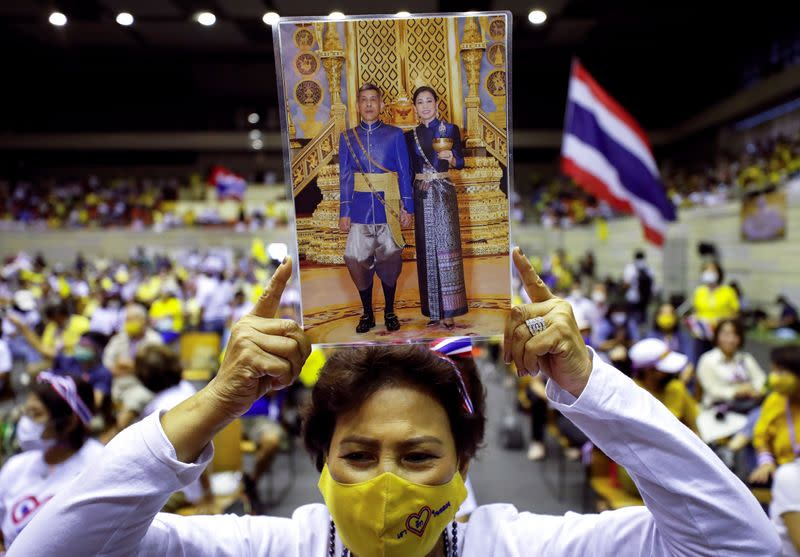 Thai royalists rally to support monarchy amid calls for reforms