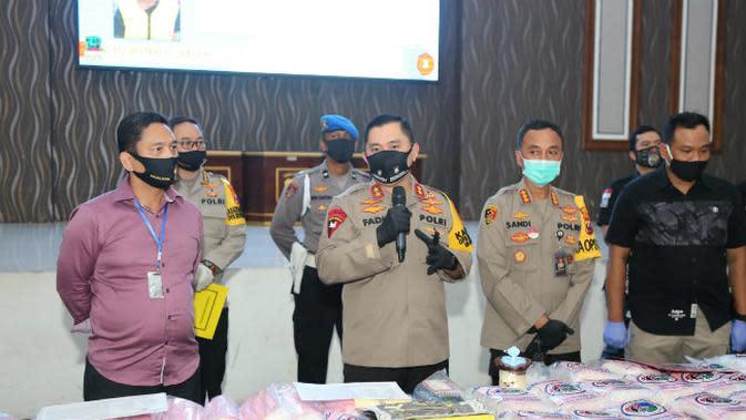 Polrestabes Surabaya ungkap peredaran narkoba dengan barang bukti sabu-sabu seberat 100 kg (Foto: Liputan6.com/Dian Kurniawan)