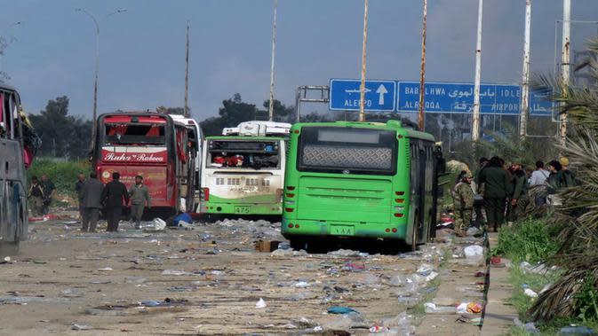 Ledakan terjadi di tengah evakuasi 5.000 orang atas kesepakatan yang dibuat oleh Pemerintah Suriah dan pemberontak. (AP)