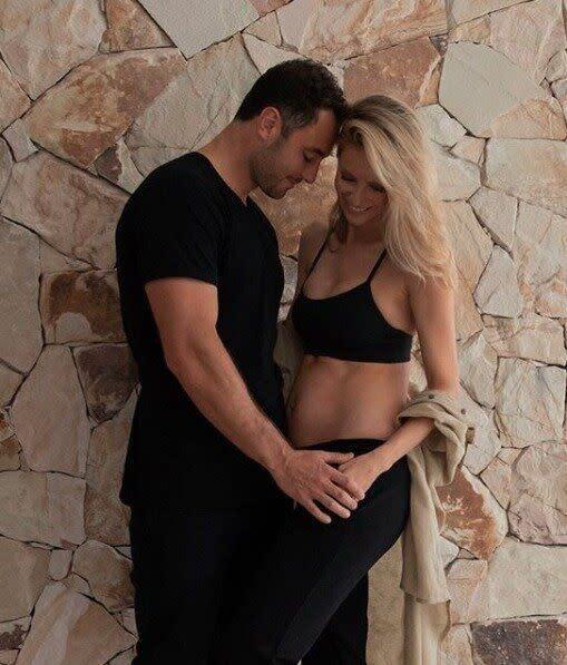 Model Jennifer Hawkins announces pregnancy on Instagram