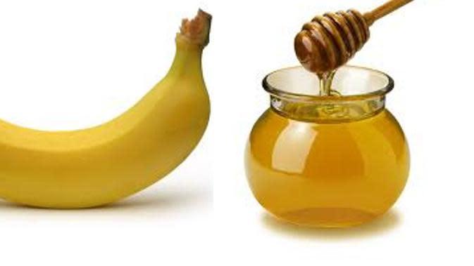 Menghilangkan rambut kering dengan pisang dan madu. (via: sharingdisini.com)
