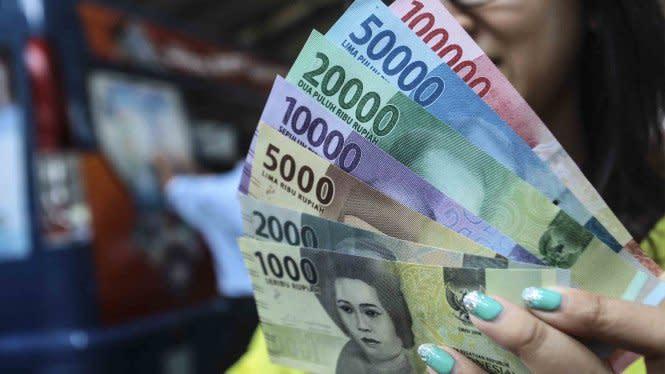 Virus Corona Bertahan 28 Hari di Uang Kertas dan Layar Ponsel