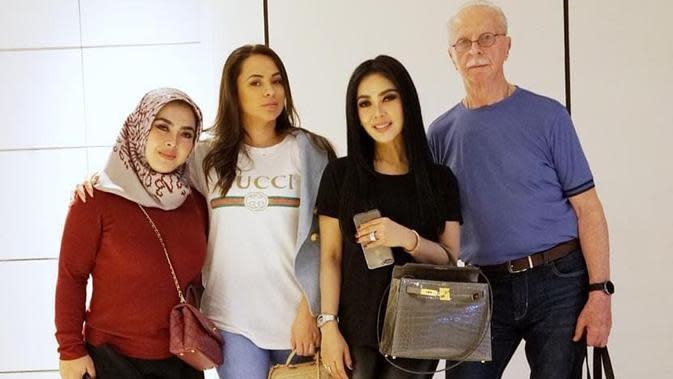 Momen Kebersamaan Syahrini dengan Anak Ayah Angkat (Sumber: Instagram/princessyahrini/)