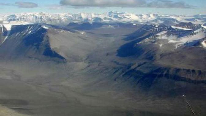 Dry Valley terbentuk akibat dari pergerakan angin Katabatic (Sumber foto: coolantartika.com)