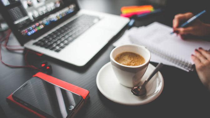 Kopi, menjadi salah satu minuman terfavorit masyarakat hampir di seluruh dunia. Apa pengaruh kopi bagi kesehatan?