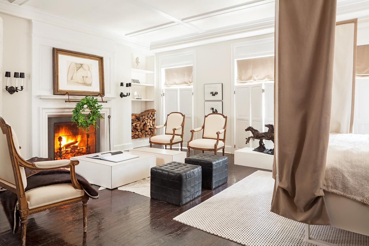 """<p>The first hint of autumn in the air means it's time to break out the fall decor. Adding <a href=""""https://www.veranda.com/decorating-ideas/g32802628/fabric-covered-rooms/"""" target=""""_blank"""">cozy touches</a> to a home like <a href=""""https://www.veranda.com/decorating-ideas/g32617869/warm-paint-colors/"""" target=""""_blank"""">warm paint colors</a> or <a href=""""https://www.veranda.com/decorating-ideas/g1104/cozy-fireplaces/"""" target=""""_blank"""">logs in the fireplace</a> make a space more inviting not only to yourself, but also all the guests you'll be hosting during the busy season. One of the easiest and simplest ways to kick off decorating for fall is to add a wreath. Throw one on the door to greet company, or hang a few throughout the house to create festive decor.</p><p>Wreaths don't have to scream Christmas, and in fact these wreaths can last you from the beginning of fall all the way through to the end of winter. As a bonus, many are dried and can be stored away to use in future seasons.<br></p>"""