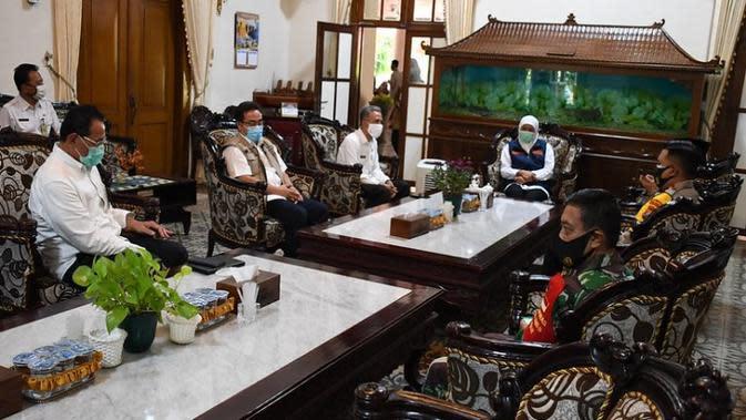 Mengawali kunjungan Tim Taskforce Kemenkes ke Jawa Timur pada Rabu (16/9/2020), Staf Ahli Menteri Bidang Ekonomi Kesehatan Kemenkes H.Subuh ditugaskan oleh Terawan melakukan kunjungan Monitoring Pengendalian COVID-19 di Jawa Timur. (Kementerian Kesehatan)