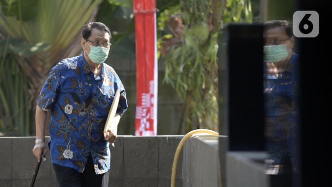 Dirut PT Abadi Sentosa Perkasa Didi Laksamana saat akan menjalani pemeriksaan penyidik di Gedung KPK, Jakarta, Rabu (1/7/2020). Didi menjadi saksi untuk tersangka mantan Dirut PTDI Budi Santoso terkait dugaan korupsi penjualan dan pemasaran pesawat di PTDI tahun 2007-2017. (merdeka.com/Dwi Narwoko)