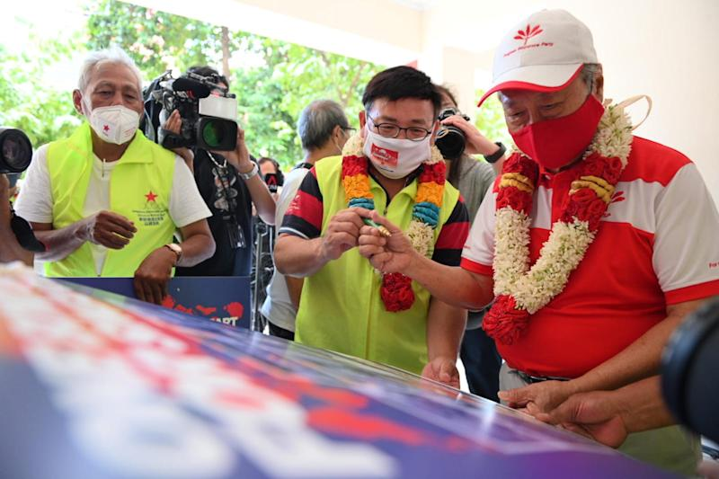 Progress Singapore Party's Dr Tan Cheng Bock signs a Singapore Democratic Alliance poster on 6 July, 2020. (PHOTO: Joseph Nair/Yahoo News Singapore)