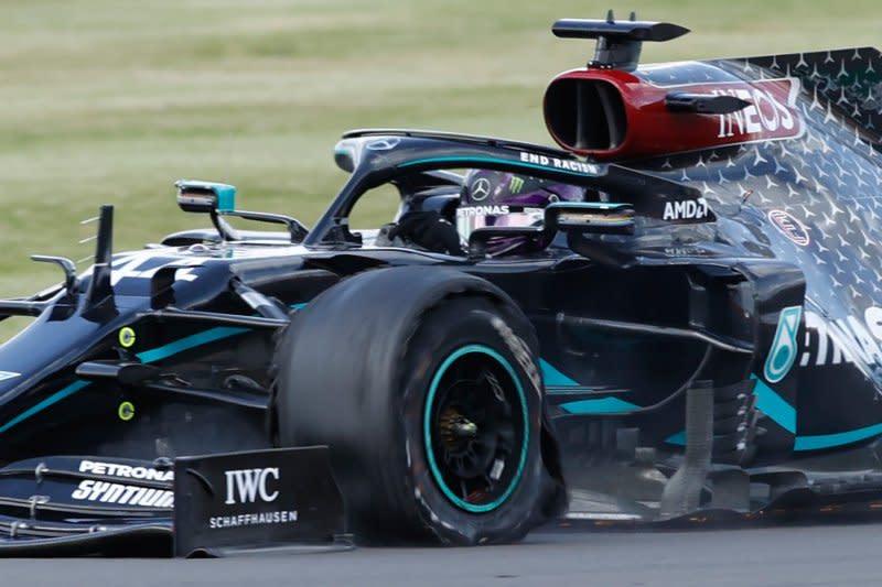 Hamilton juarai GP Britania setelah drama pecah ban di lap terakhir