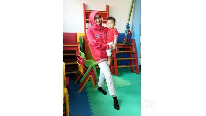 6 Potret Terbaru Lia Ananta saat Asuh Anak, Pemeran Sashi 'Di Sini Ada Setan' (sumber: Instagram.com/liaananta)
