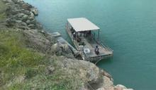 倒車不慎連人帶車跌落水庫 駕駛自行逃上岸