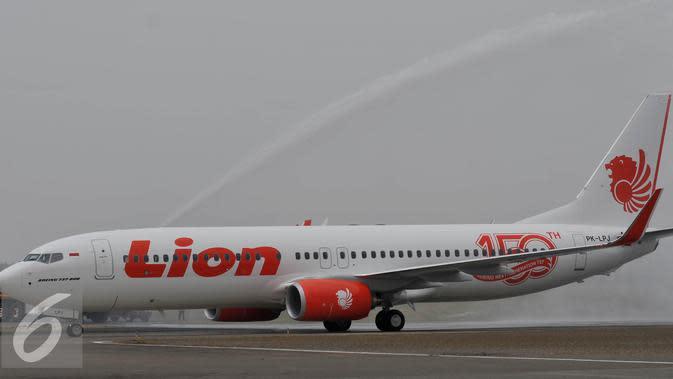 Pesawat Lion Air Boeing 737 800 NG tiba di Terminal 1 Bandara Soekarno Hatta, Tangerang, Rabu (19/8/2015). Lion Air kedatangan pesawat ke 150 Boeing 737, Lion Air Group kini telah mengoperasikan 244 unit pesawat berbagai tipe. (Liputan6.com/Johan Tallo)