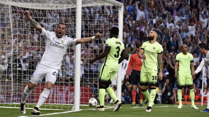 Striker Real Madrid, Jese Rodriguez, merayakan gol yang dicetak Gareth Bale ke gawang Manchester City pada Liga Champions di Stadion Santiago Bernabeu, Rabu (4/5/2016). Jese resmi meninggalkan PSG dan bergabung ke Stoke City. (AFP/Gerard Julien)