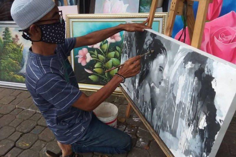 Pelukis berharap bantuan pemerintah, lukisan tak laku akibat Corona